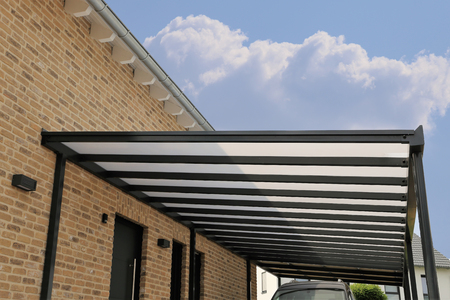 Foto de Courtyard canopy with glass - Imagen libre de derechos
