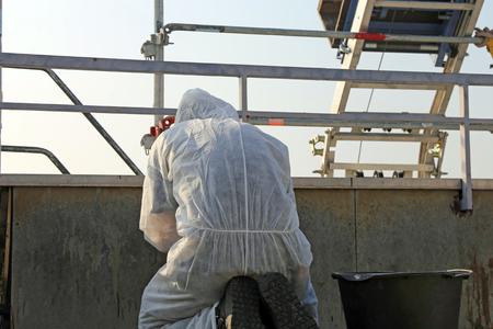 Photo pour Professional asbestos abatement - image libre de droit