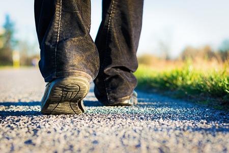 Foto de walking on the road - Imagen libre de derechos