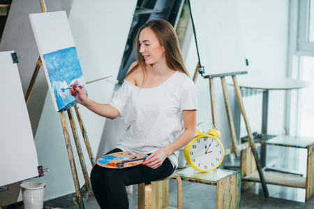 Photo pour Time for creating. Young woman posing engaging in drawing - image libre de droit