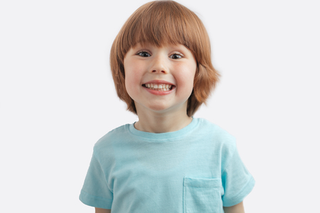 Photo pour pretty red-haired kid showing his white teeth - image libre de droit