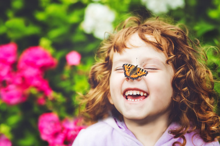 Photo pour Laughing girl with a butterfly on his nose. - image libre de droit