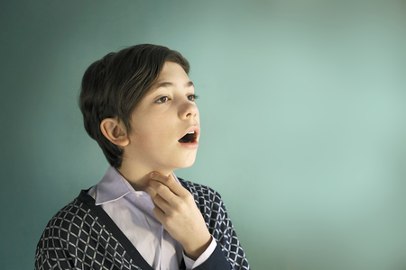 Foto de teen singer boy sing close up portrait on blue background - Imagen libre de derechos
