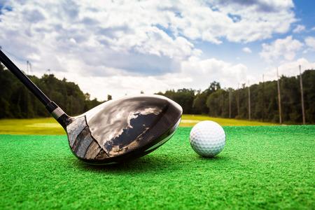 Photo pour Close-up of a golf ball and a golf wood on a driving range - image libre de droit