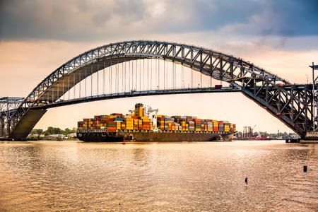 Foto de Large container ship passes under Bayonne Bridge NJ en route towards Newark Harbour - Imagen libre de derechos
