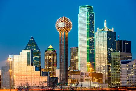 Foto de Dallas skyline at sunset - Imagen libre de derechos