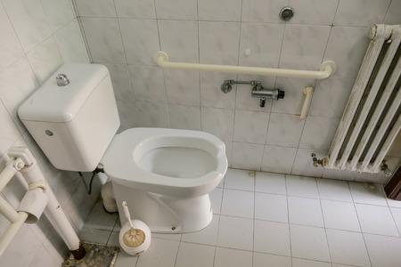 Foto de modern private restroom toilet public bathroom interior - Imagen libre de derechos