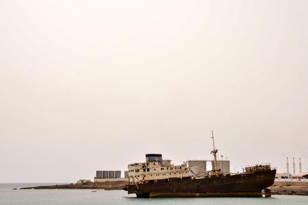 Foto de Photo Picture of an Abandoned Metal Rusty  Ship - Imagen libre de derechos