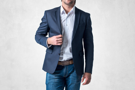 Photo pour Man in trendy suit  standing alone holding his jacket with confidence. - image libre de droit