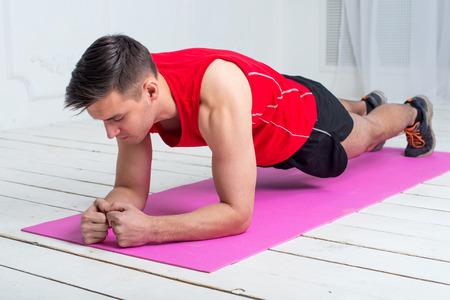Foto de fitness training athletic sporty man doing plank exercise in gym or home concept exercising workout aerobic. - Imagen libre de derechos
