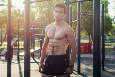 Photo pour Muscular fitness male model posing shirtless demonstrating six packs abs - image libre de droit