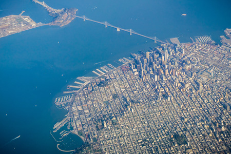 Foto per San Francisco financial district and the Bay Bridge as seen from an airplane on a clear sunny day - Immagine Royalty Free