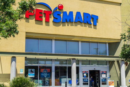 August 6, 2017 Mountain View/CA/USA - Petsmart storefront, San Francisco bay area