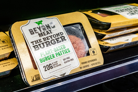 Photo pour May 17, 2019 Cupertino / CA / USA - Beyond Meat Burger packages available for purchase in a store in San Francisco bay area - image libre de droit
