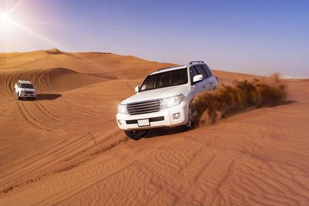 Foto de Desert SUVs bashing through the arabian sand dunes - Imagen libre de derechos