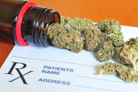 Foto de Dry medical marijuana buds - Imagen libre de derechos