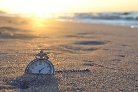 Photo pour Time,  Clock, beach - image libre de droit