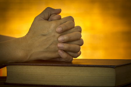 Foto de Human hand placed on the Bible, pray to God. - Imagen libre de derechos