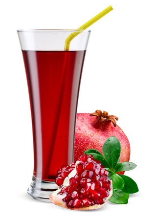 Photo pour Glass of pomegranate juice with fruit isolated on white. - image libre de droit