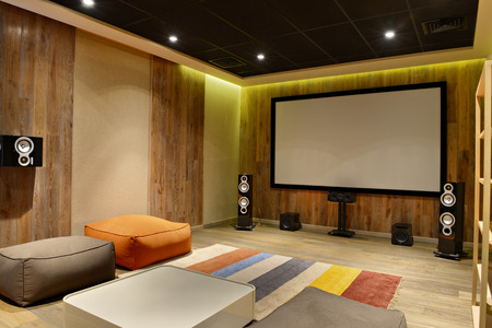 Photo pour The interior of the home theater in a modern luxury home. - image libre de droit