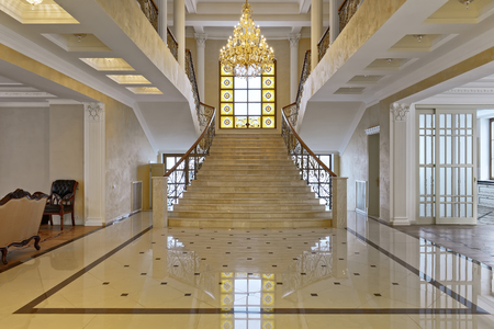 Photo pour Design of stairs in a rich house. Russia, Moscow region - interior design in luxury house. - image libre de droit