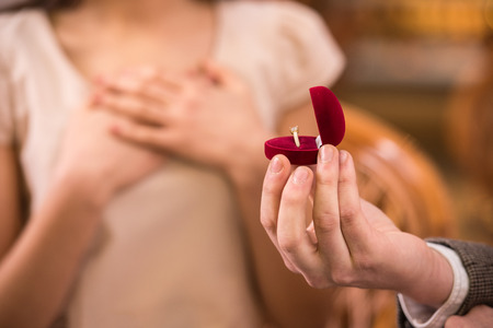 Photo pour Young man is presenting engagement ring to his girlfriend. - image libre de droit