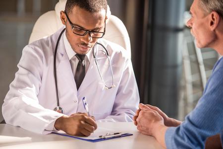 Foto de Healthcare and medical concept. Doctor talking to his male patient. - Imagen libre de derechos