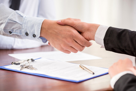 Photo pour Handshake of a real estate agent and a client. - image libre de droit