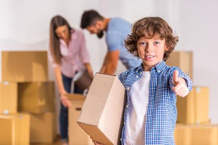 Foto de Young happy family moving to a new home with boxes - Imagen libre de derechos