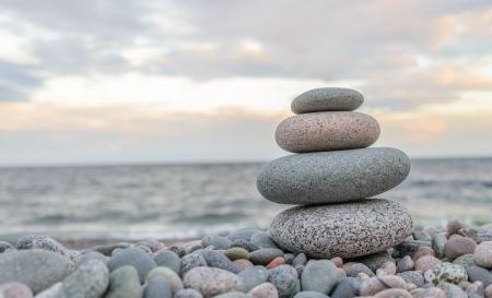 Photo pour Small zen stone tower closeup - image libre de droit