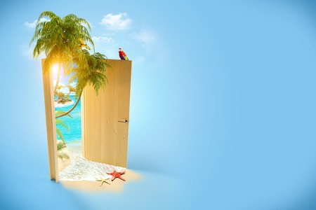 Foto de Opened door to the tropical paradise  Travel Background - Imagen libre de derechos