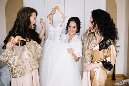 Photo pour happy stylish gorgeous blonde bride with bridesmaids on the back - image libre de droit