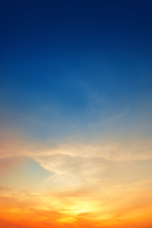 Foto de Sky background on sunset - Imagen libre de derechos