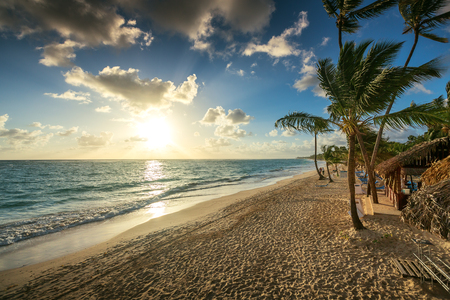 Photo pour Carribean vacation, beautiful sunrise over tropical beach in Punta Cana - image libre de droit