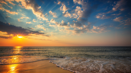 Photo pour Beautiful cloudscape over the sea, sunrise shot - image libre de droit
