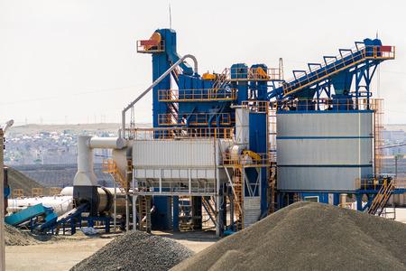 Foto de equipment for production of asphalt, cement and concrete. Concrete plant - Imagen libre de derechos