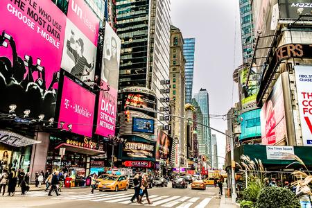 Photo pour New York Broadway on Times Square - image libre de droit