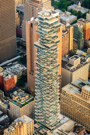 Foto de New York buildings in the center of the city from above - Imagen libre de derechos