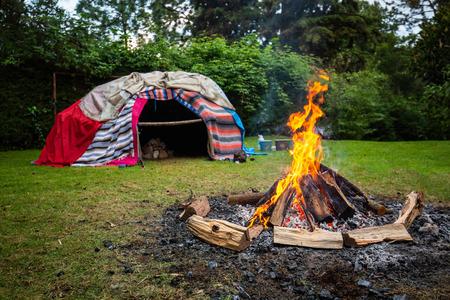 Photo pour Traditional native sweat lodge with hot stones inside - image libre de droit