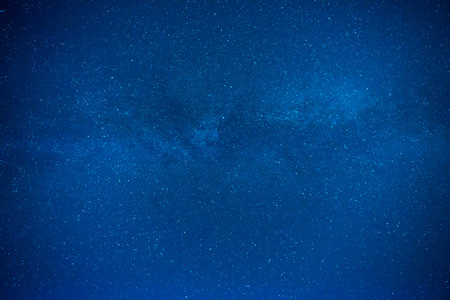 Photo pour Dark blue night sky with many stars, galaxy background - image libre de droit