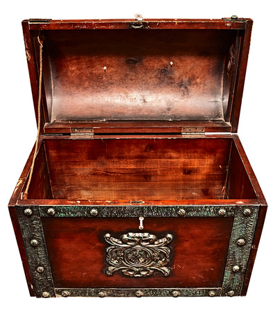 Photo pour Old wooden trunk with the lid open, close up high angle view, isolated on white. - image libre de droit