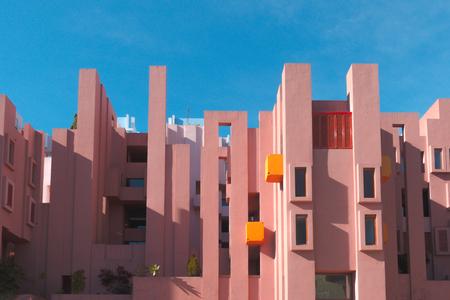 Photo pour Walls of La Muralla Roja building located in Calpe, Spain - image libre de droit