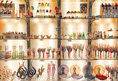 Foto de Rome, Italy - April 09, 2017:The shop with traditional souvenirs and gifts like Murano glass to tourists visiting - Imagen libre de derechos