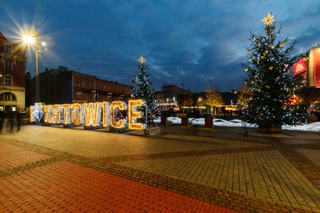 Foto de KATOWICE, POLAND - DECEMBER 17, 2017: The square in the centre of Katowice decorated by the christmas lights. Poland. - Imagen libre de derechos