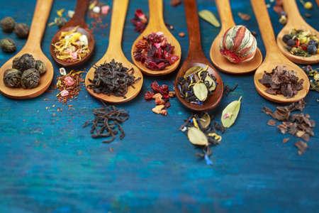 Foto de Dry tea with in wooden spoons. Selective focus - Imagen libre de derechos