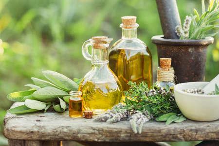 Foto de Herbs and oils for massage - Imagen libre de derechos