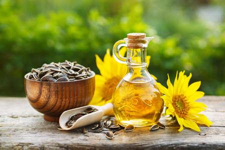Foto de Organic sunflower oil - Imagen libre de derechos