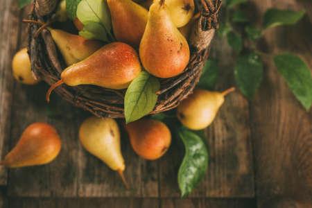 Photo pour Healthy organic pears in the basket. Top view, toned image. - image libre de droit