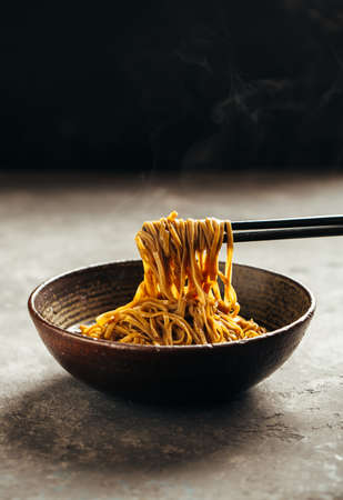 Photo pour Noodles in a bowl - image libre de droit