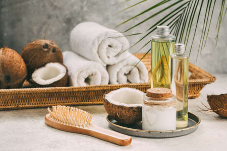 Photo pour Natural coconut oil for body and hair care. Spa composition. - image libre de droit